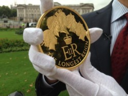 2015年 英国 最長在位記念 1キロプルーフ超大型金貨