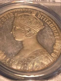 2月ピックアップ 高鑑定 1847年 英国 ヴィクトリア女王 ゴチッククラウン銀貨 PCGS PR65+ CAMEO